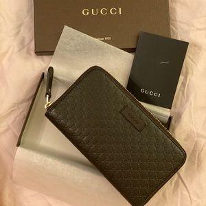 Gucci Microguccissima GG Leather Zipper Wallet